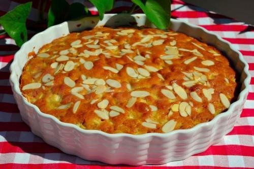 На фото Простой яблочный пирог