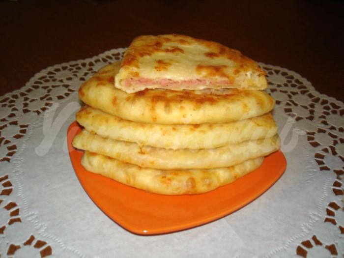 На фото Сырные лепешки за 5 минут