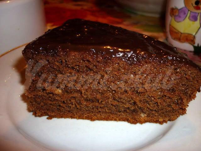 На фото Шоколадный бисквит в духовке