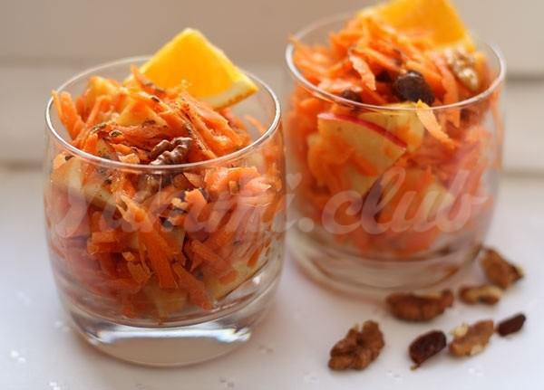 На фото Салат из яблока и моркови