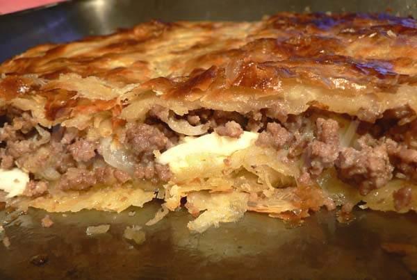 Пирог с мясом из слоёного теста в духовке рецепт с