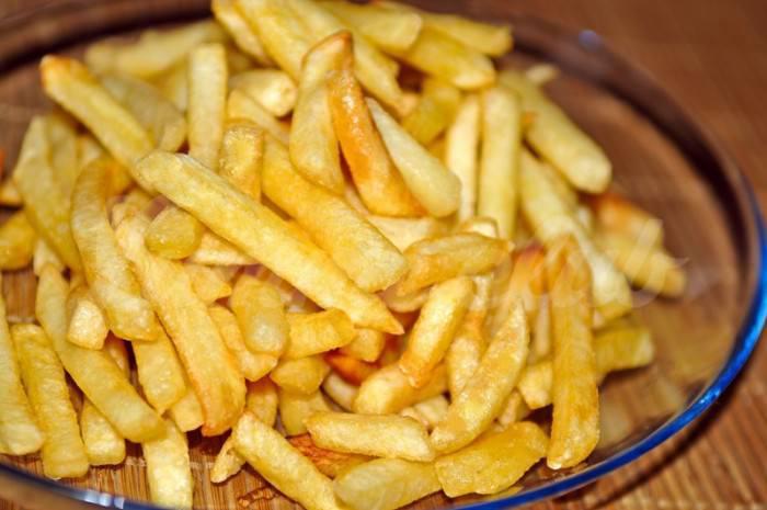 На фото Как жарить картошку