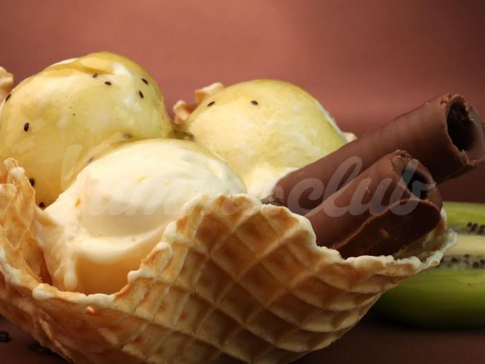 На фото Банановое мороженое