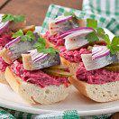 Рецепт Бутерброды с сельдью и свеклой