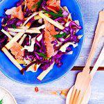 Рецепт Салат из капусты с яблоками и лососем