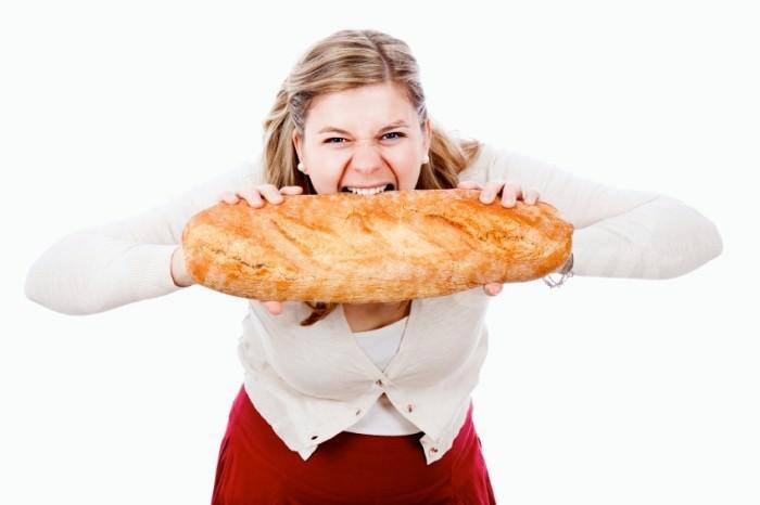 На фото Почему женщинам сложно выдержать диету?