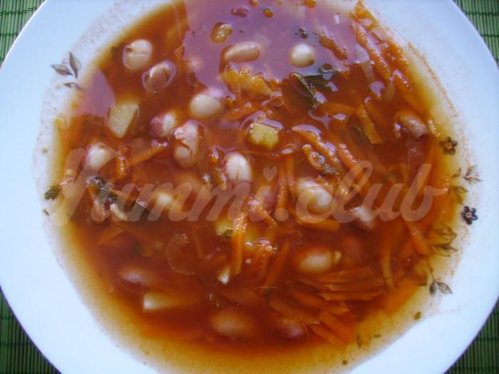На фото Суп из фасоли