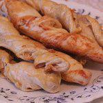 Рецепт Слоёные косички с курицей и сыром
