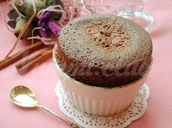 На фото Шоколадный кекс за 5 минут