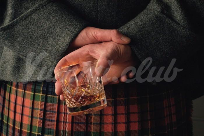На фото В Шотландии выпустили ткань с ароматом виски