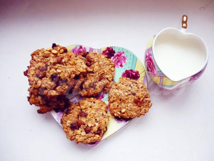 На фото Овсяное печенье (диетический вариант)