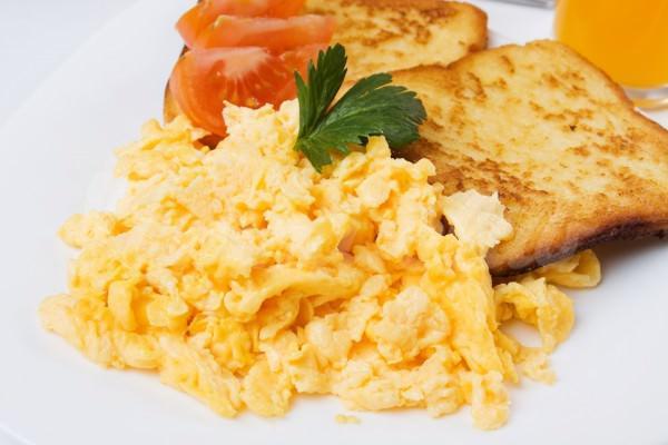 На фото Яйца-скрэмбл по рецепту Джейми Оливера
