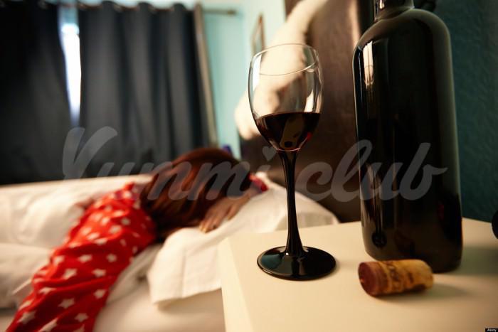 На фото Алкоголь – не средство от бессонницы
