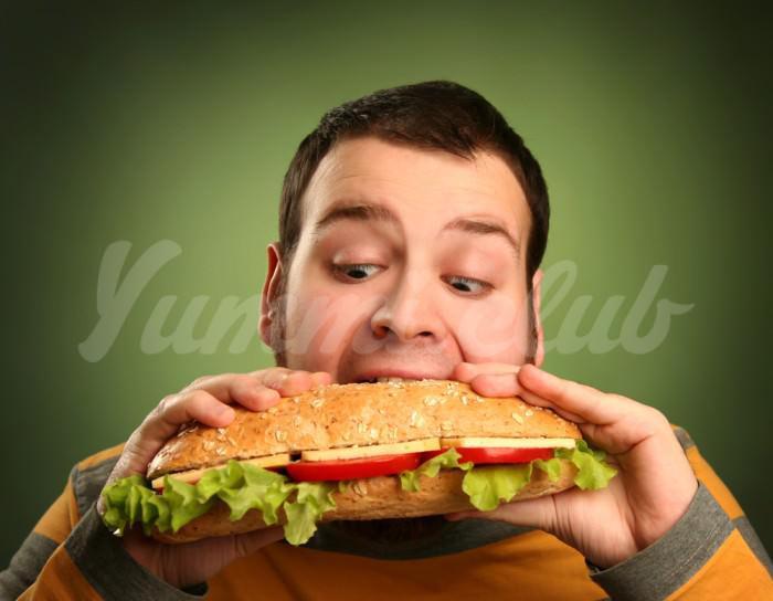 На фото Полным людям хотят запретить посещение ресторанов фастфуда