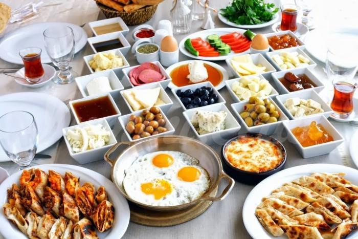 На фото Новый британский рекорд: завтрак из 59 блюд