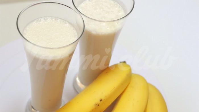 На фото Энергетический напиток-завтрак