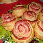 Рецепт Розочки из слоеного теста с колбасой