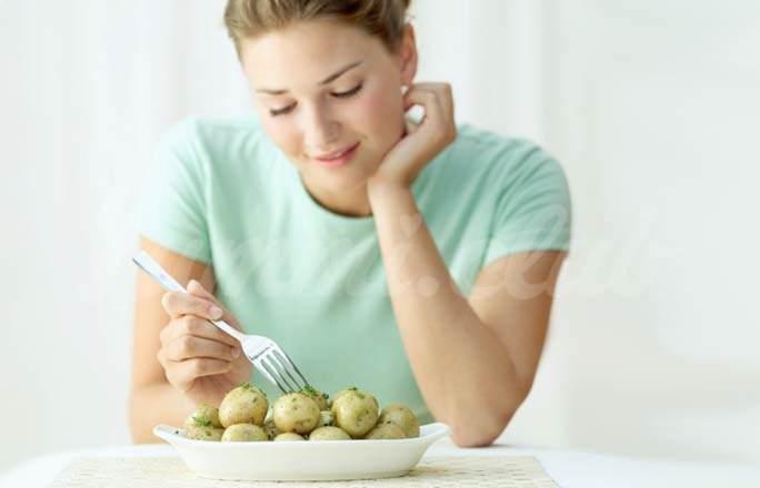 На фото Хотите похудеть? Включайте в меню… картошку
