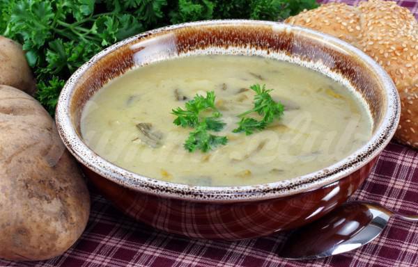 На фото Картофельно-луковый суп