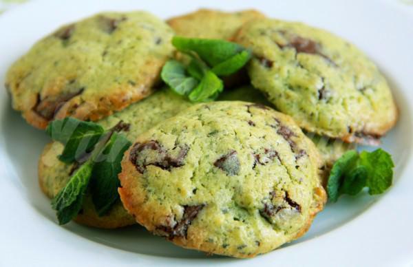 На фото Мятно-шоколадное печенье