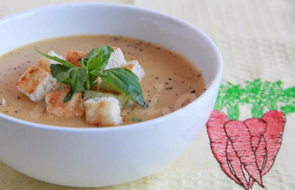 На фото Морковный суп-пюре