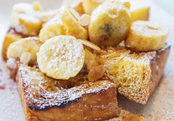 На фото Французские тосты с бананами от Джейми Оливера