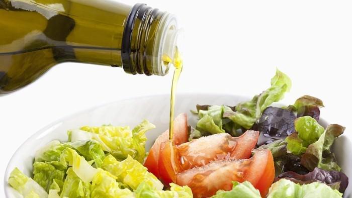 На фото Вегетарианская диета снижает риск рака толстой и прямой кишки