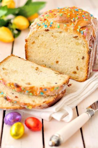На фото Кулич в хлебопечке