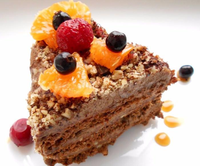 На фото Ореховый торт без выпечки