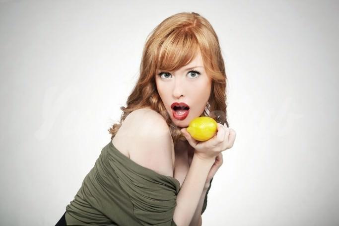 На фото 6 удивительных способов использования лимона