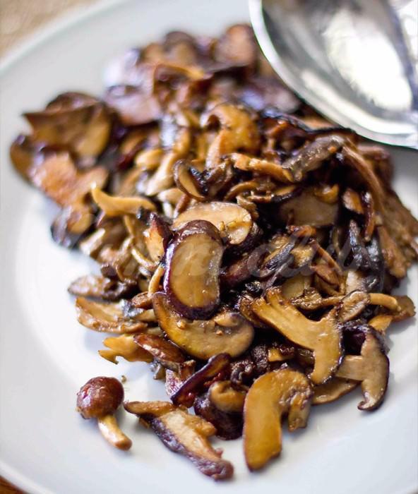 На фото Идеальные жареные грибы