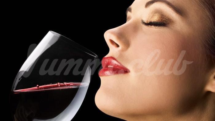 На фото Дантисты обвинили вино в кариесе и прочих проблемах с зубами