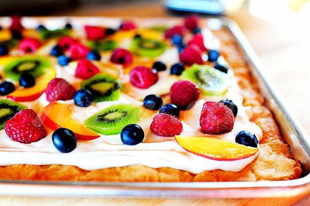 На фото Пицца «Фруктовая тарелка»