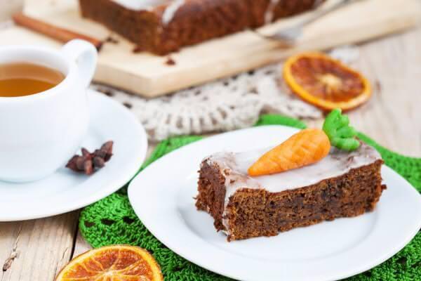 На фото Классический морковный пирог