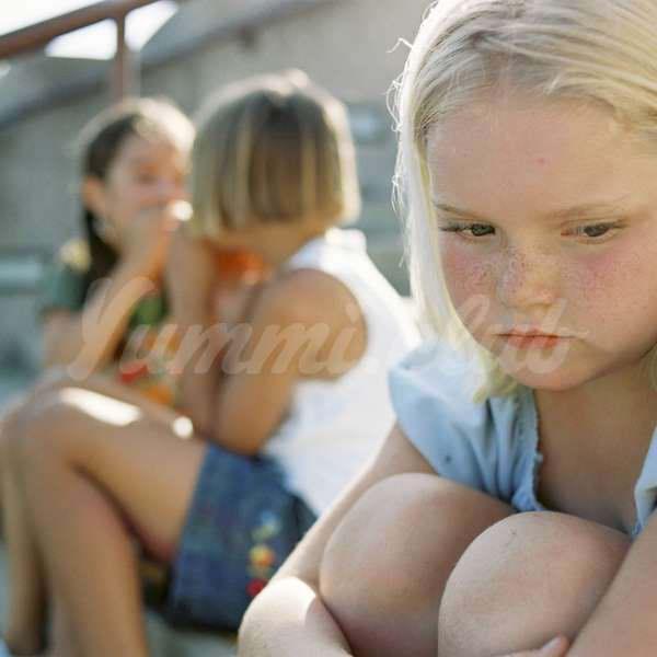 На фото Проблемы в семье могут стать причиной ожирения у подростков
