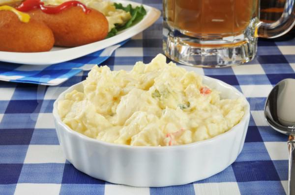На фото Картофельный салат
