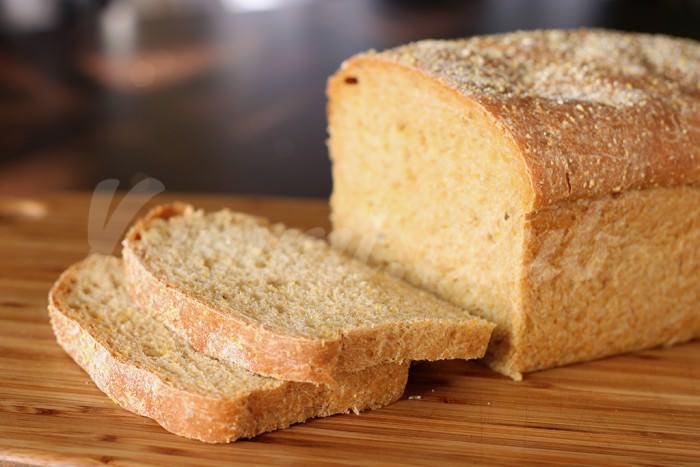 На фото Аромат свежего хлеба делает людей добрее