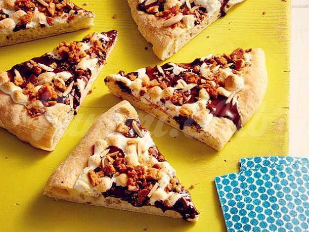 На фото Пряная десертная пицца