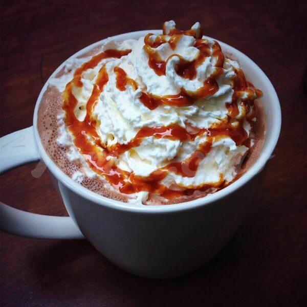 На фото Карамельный горячий шоколад