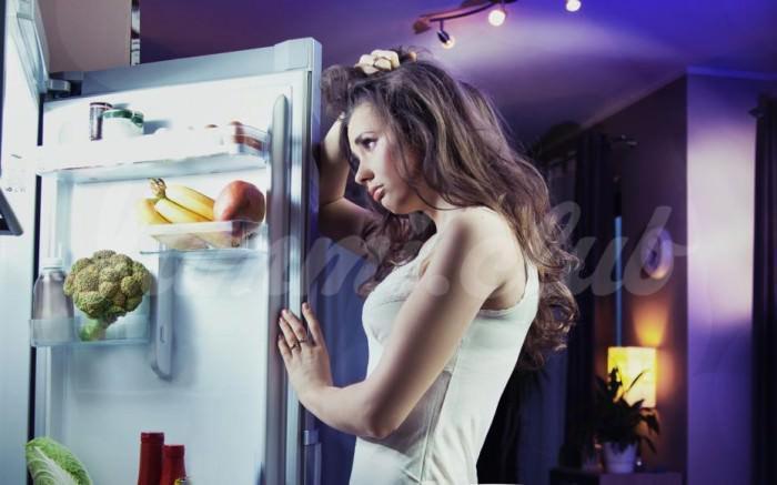 На фото Отказ от ночных перекусов снижает риск рака груди