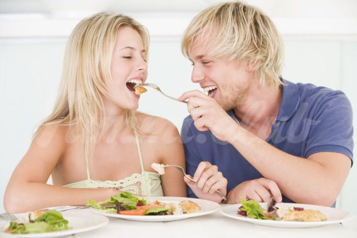 На фото Характер влияет на отношение человека к еде