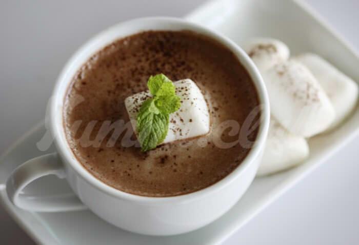 На фото Мятный горячий шоколад