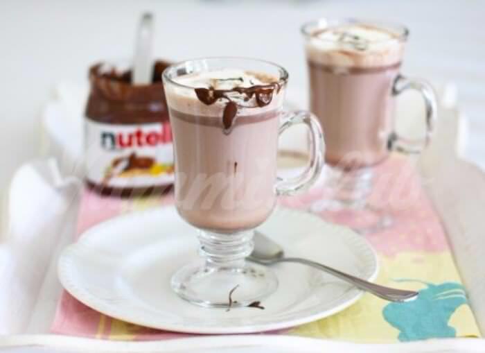 На фото Горячий шоколад Nutella