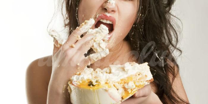 На фото Нездоровая пища негативно сказывается на психике