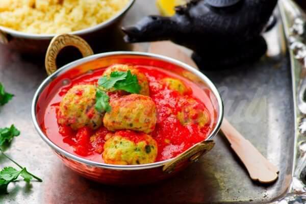 На фото Рыбные тефтели в томатном соусе