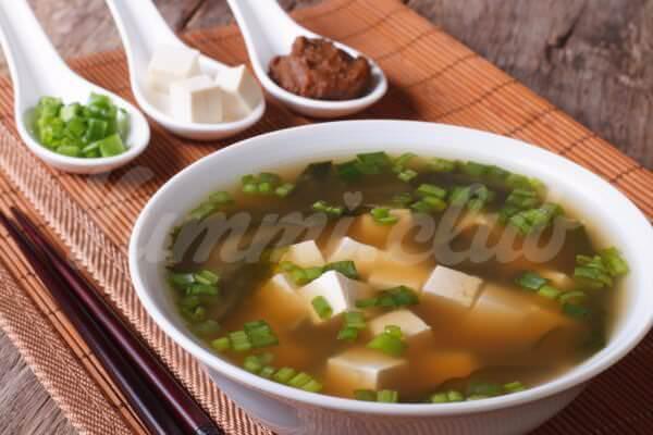На фото Мисо суп