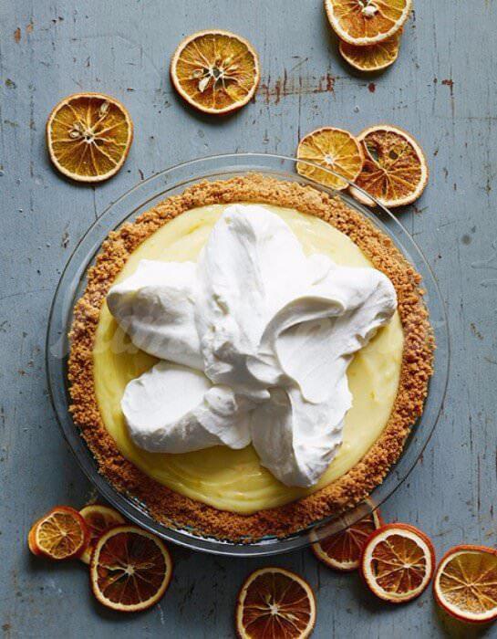 На фото Апельсиновый торт без выпечки