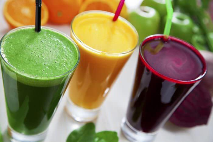 На фото Как правильно пить свежевыжатые соки