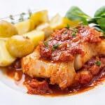 Рецепт Треска в томатном соусе с луком