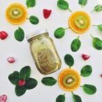 Рецепт Апельсиново-клубничный смузи со шпинатом и киви